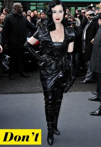 Dita Von Teese et son look total cuir