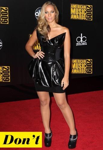 Leona Lewis et sa robe en cuir brillante