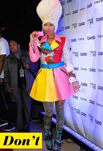 Nicki Minaj et son costume en cuir de toutes les couleurs