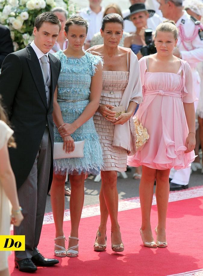 Mariage de Charlene Wittstock et Albert de Monaco : les looks de Stéphanie de Monaco et ses enfants le jour !