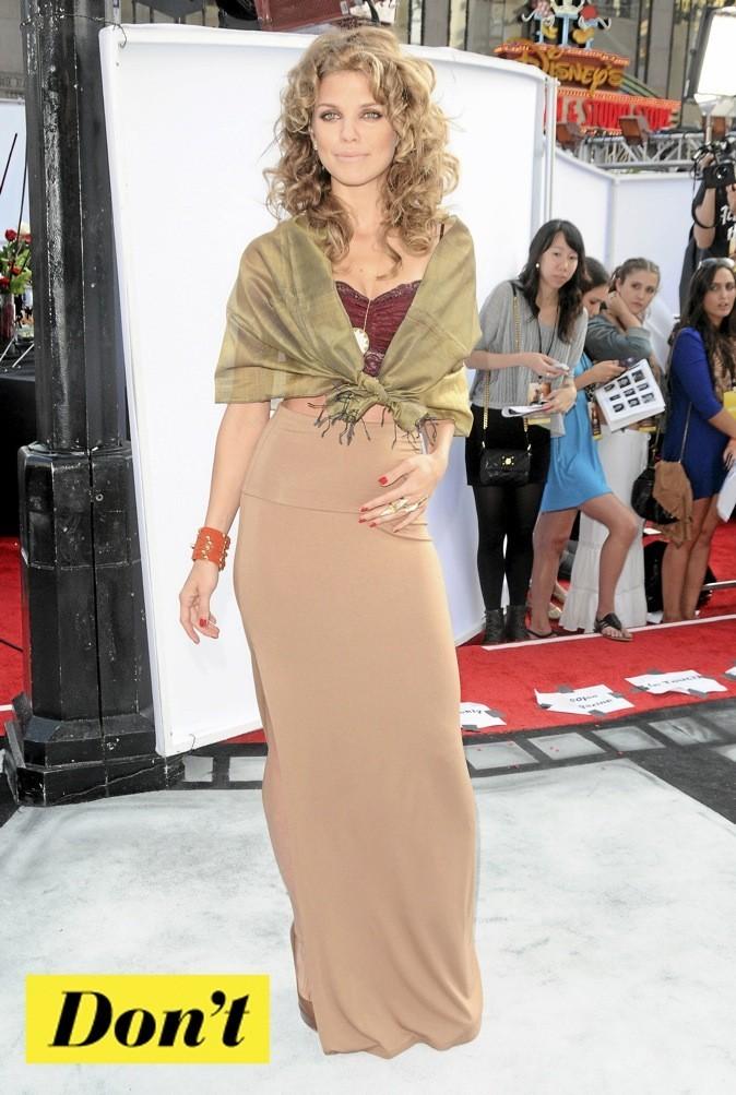 AnnaLynne McCord : la jupe stretch !