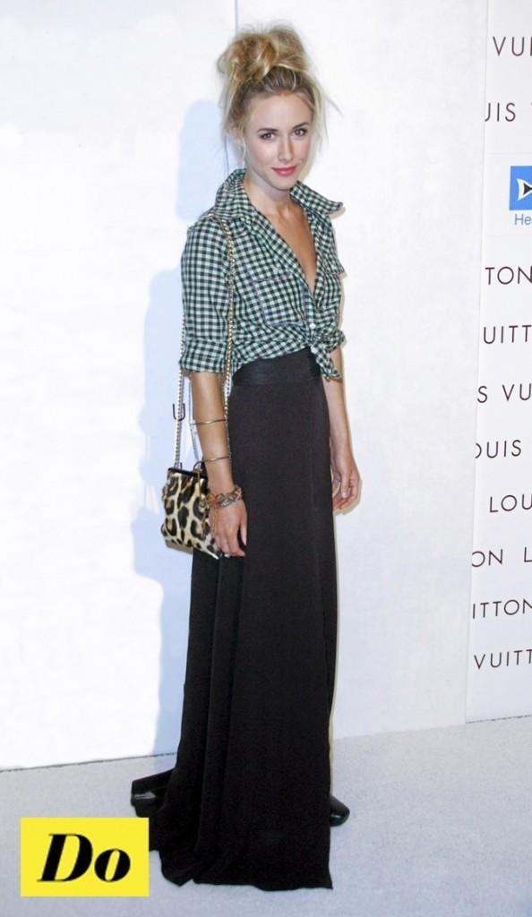 Gillian Zinser : l'alliance jupo & chemise !