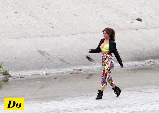 Cheryl Cole tourne un clip sur la plage !