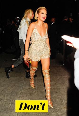 Don't : Rita Ora et ses chaussures spartiates