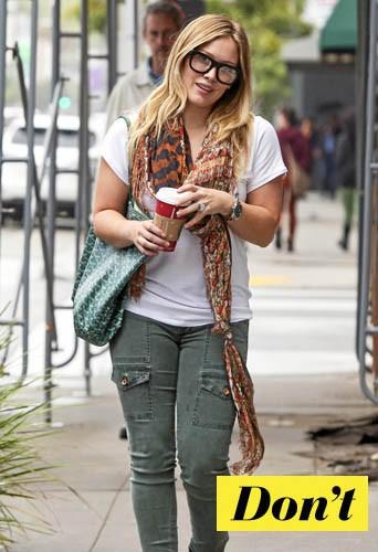 On oublie les lunettes carrées d'Hilary Duff !
