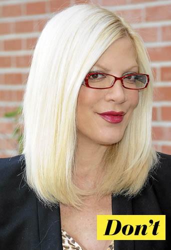 On oublie les lunettes colorées de Tori Spelling !