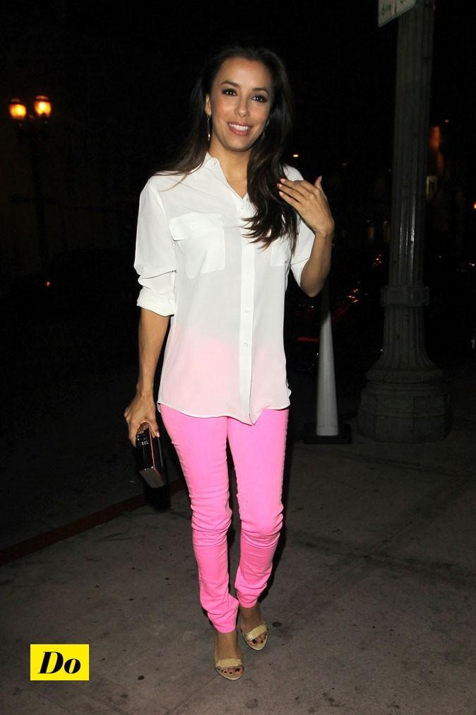 Eva toute en simplicité dans ce jean pinky.
