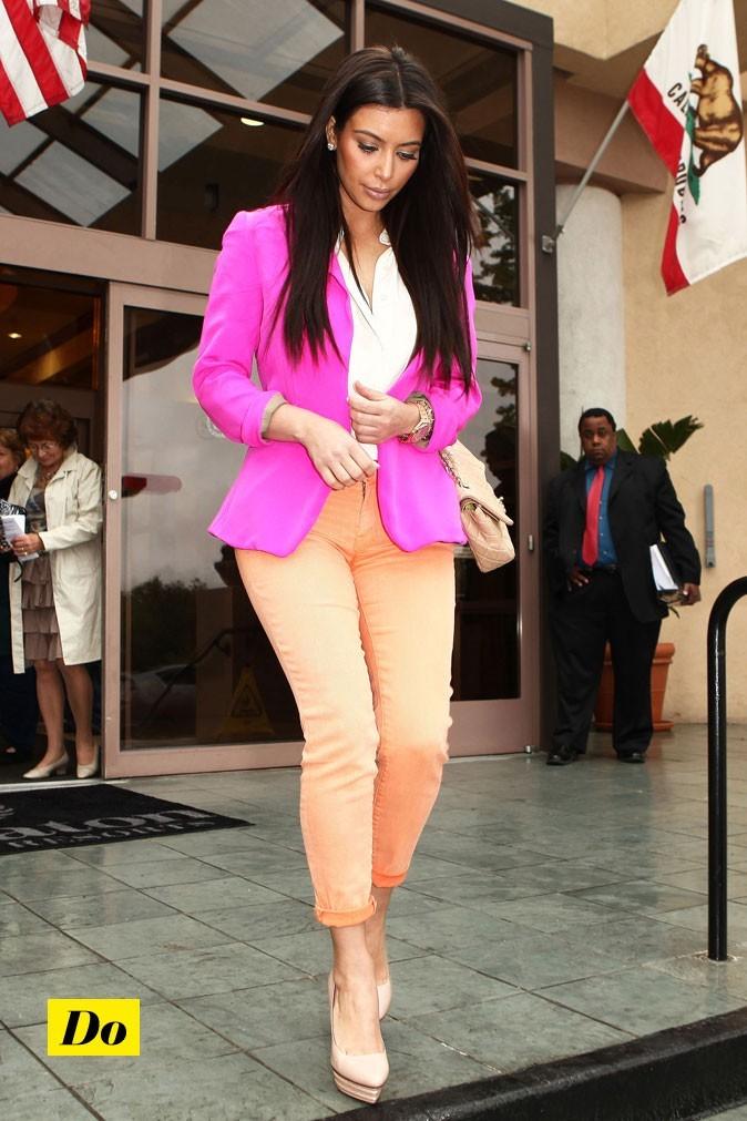 Une veste bien ajustée qui éclaire la tenue de Kim