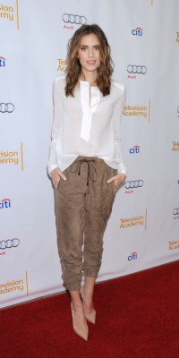 Allison Williams : en pantacourt, elle assure un max !