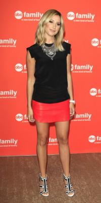 Ashley Tisdale : un look pimenté pour une promo assurée !