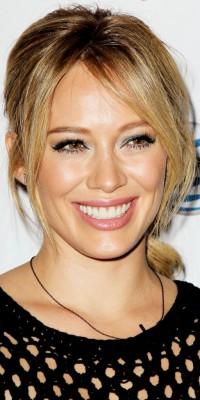 Beauty look : Hilary Duff : une vraie poupée rétro !
