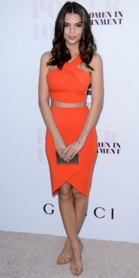 Emily Ratajkowski : sexy en mandarine !