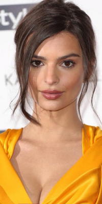 Emily Ratajkowski : on veut son beauty look trop canon !