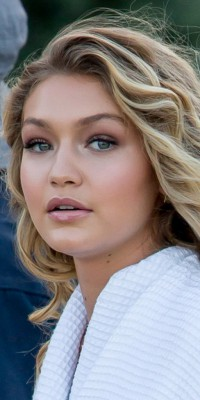 Gigi Hadid VS Amber Heard : laquelle excelle dans le regard irisé ?