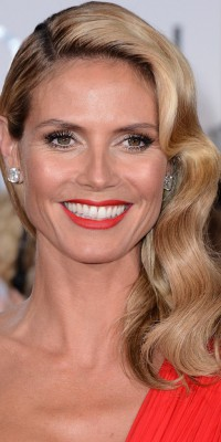 Heidi Klum VS Reese Witherspoon VS Jessica Chastain : qui porte le mieux le side hair wavy ?