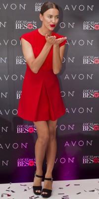 Irina Shayk : femme fatale en mini-robe rouge !