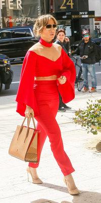 Jennifer Lopez : incendiaire en Balmain, elle donne le ton !