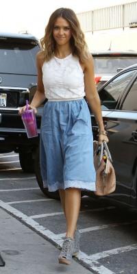 Jessica Alba : toujours aussi stylée pour aller travailler !