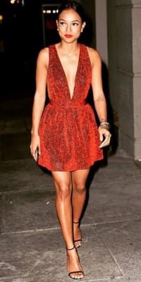 Karrueche : on veut sa mini-robe rouge parfaite pour le réveillon !
