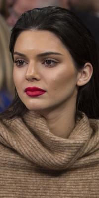 Kendall Jenner : la reine du contouring et de la bouche mate !