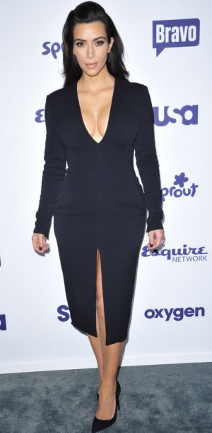 Kim Kardashian VS Naya Rivera : qui porte le mieux la robe moulante ultra décolletée ?