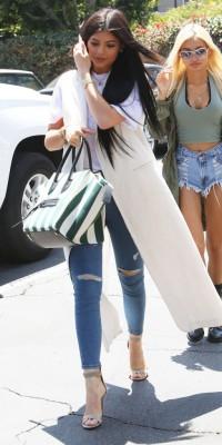 Kylie Jenner, stylée et tendance pour sa virée shopping !
