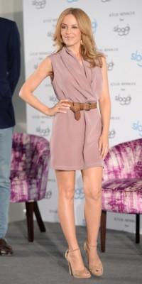 Kylie Minogue : un look galm' chic à Berlin !
