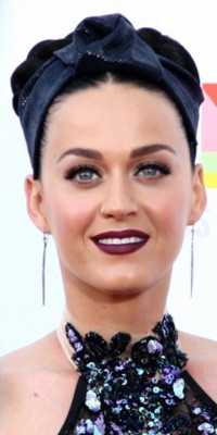 Le liptstick dark de Katy Perry : chic ou cheap ?