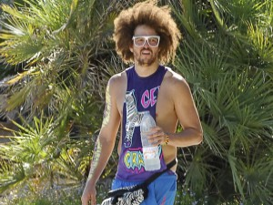 Le look destroy de DJ Redfoo : IN ou OUT ?