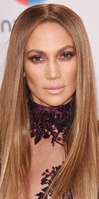 Maquillage : Jennifer Lopez : On craque pour son smoky eyes bronze !