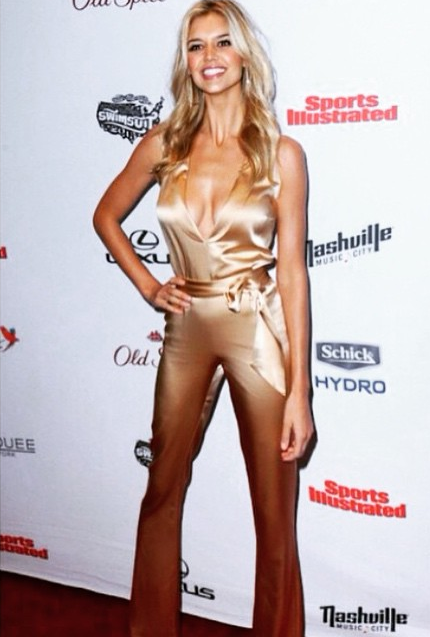 Kelly Rohrbach lors de la soirée de sortie du magazine Sports Illustrated Swimsuit 2015 au club Marquee à New York.