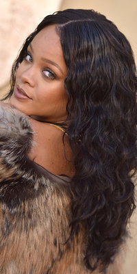 Rihanna : On craque pour son maquillage 100% nude !