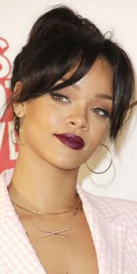 Rihanna : un beauty look sobre et chic !