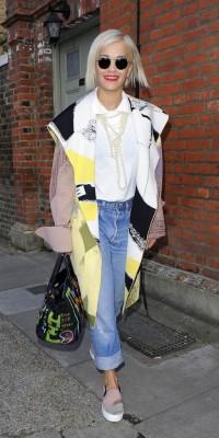 Rita Ora : un look qui en fait voir de toutes les couleurs !