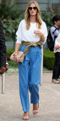 Rosie Huntington-Whiteley : on veut son look d'icône seventies !