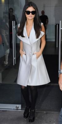Selena Gomez : classe et élégante dans les rues de Londres !