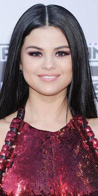 Selena Gomez : on fond pour son regard enflammé !