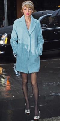 Taylor Swift : elle sort le manteau pastel ! Top ou flop ?
