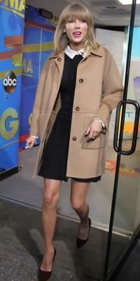 Taylor Swift : on craque pour son camel coat !