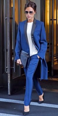 Victoria Beckham VS Katie Holmes : qui porte le mieux le look casual blue ?