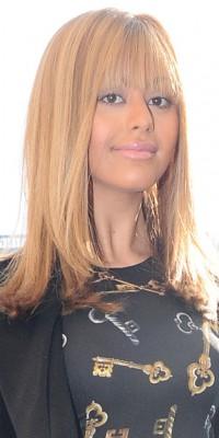 Zahia : elle adopte la frange droite ! Top ou flop ?