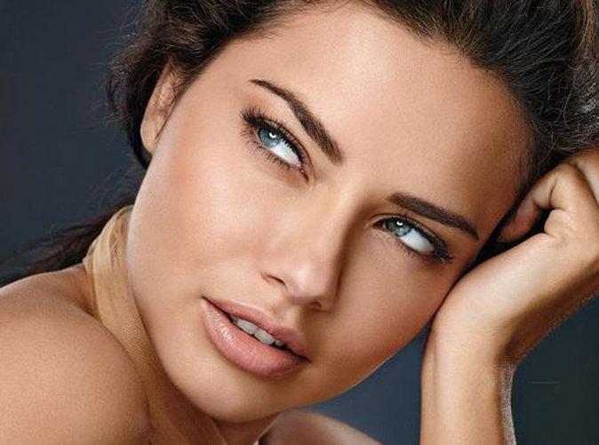 Adriana Lima : beauté naturelle et envoûtante pour Maybelline !