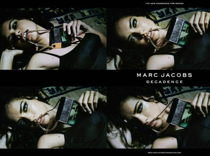 Adriana Lima, féline et dark pour le dernier parfum Marc Jacobs !
