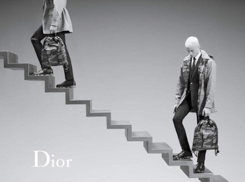 Baptiste Giabiconi : écolier blond platine et ultra smart pour Dior !
