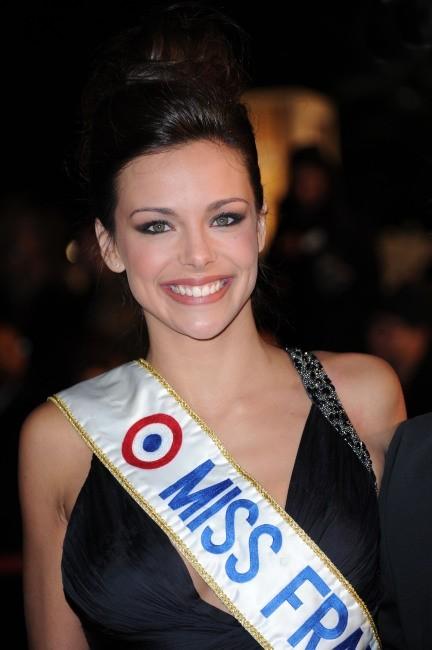 Le chignon sage de Marine Lorphelin le 26 janvier 2013 à Cannes