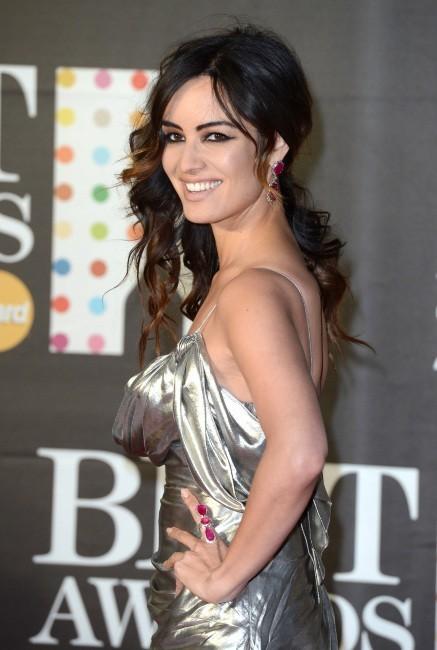 Bérénice Marlohe fait son arrivée aux Brit Awards 2013 à Londres
