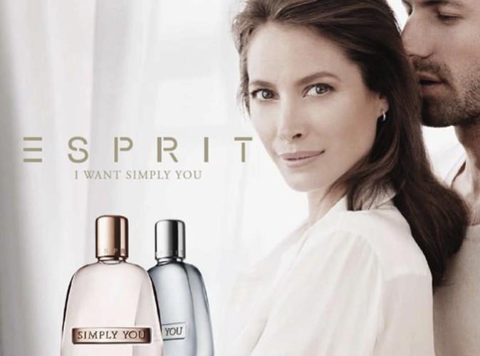 Christy Turlington est l'égérie de Simply You, le nouveau parfum d'Esprit !