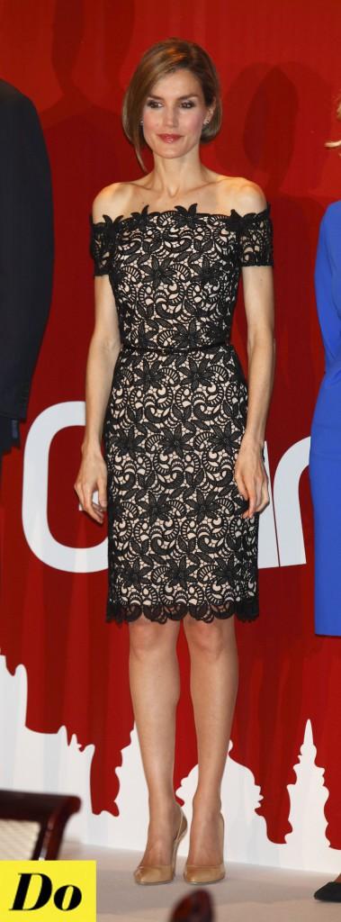 La princesse Letizia d'Espagne est resplendissante, recouverte de dentelle elle fait honneur à son pays !