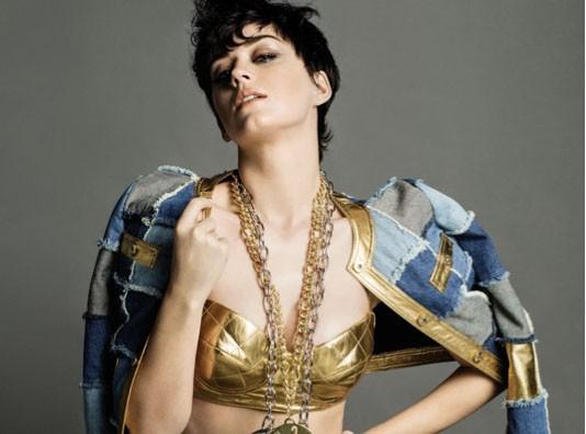 Katy Perry : après les défilés Moschino, elle s'offre la campagne !