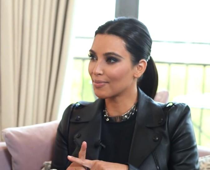 Elle débarque sur les lieux de l'interview dans un look 100% black !